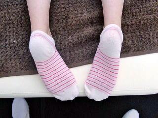 カラダの歪みによって見かけ上の左右の足の長さが違う1