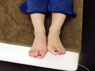 カラダの歪みによって見かけ上の左右の足の長さが違う2